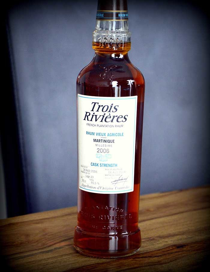 Trois-rivieres-cask-strength-rum-bottle-2